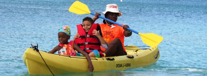 Students can experiencing kayaking.