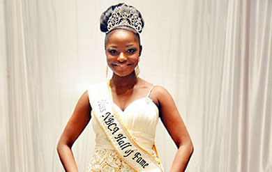 Miss UVI Elisa Thomas is crowned Miss NBCA Hall of Fame