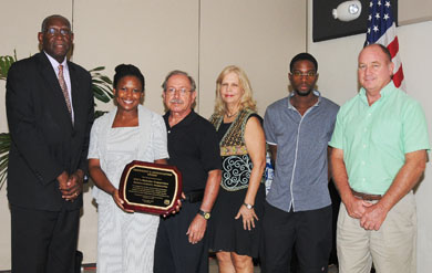The UVI Institutional Advancement Component receives award at UVI Board of Trustees meeting.